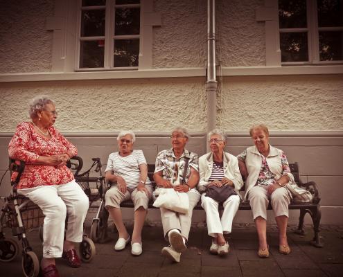 Jak zepewnić pomoc seniorom